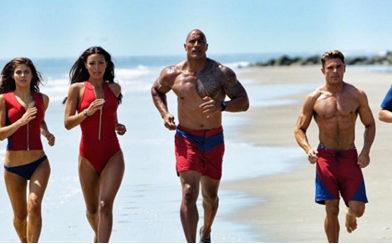 Nueva película de los vigilantes de la playa con Dwayne Johnson (la roca)